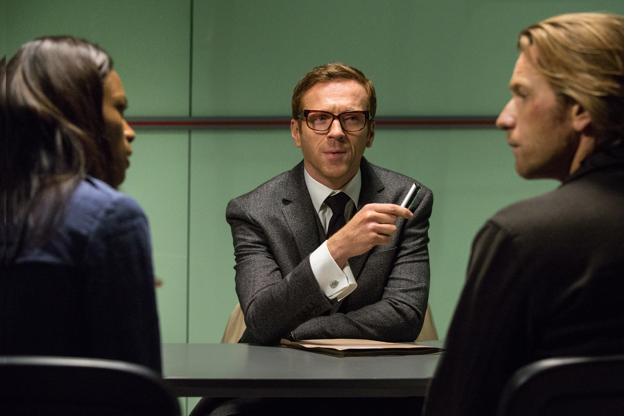 Ewan McGregor, Naomie Harris, and Damian Lewis in Our Kind of Traitor (2016)