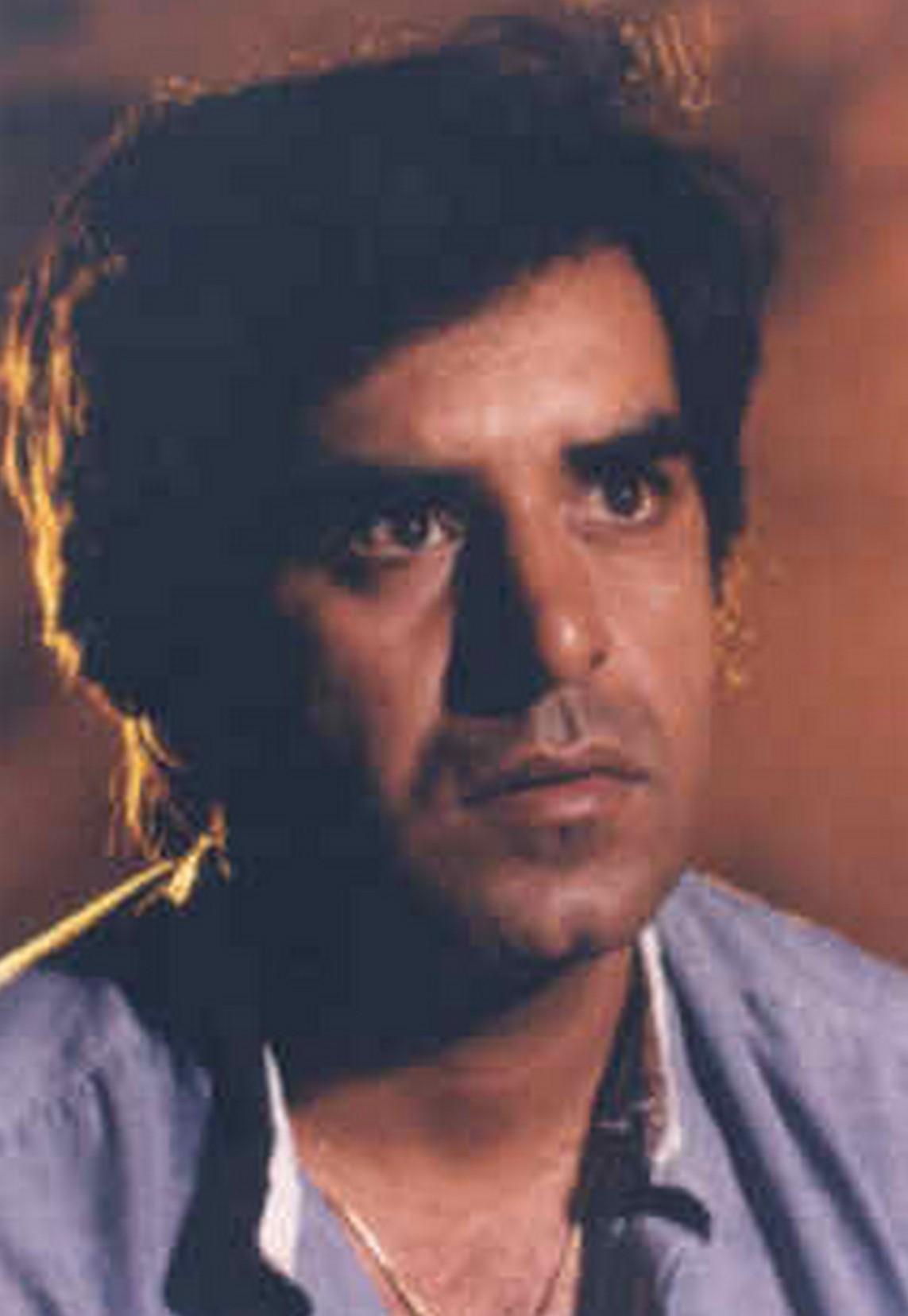 Kavi Raz's primary photo