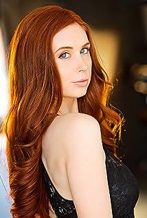Julianna Barninger Picture