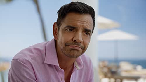 A young Mexican man's dream comes true when he gets the job of a lifetime at the hottest resort in Acapulco. But he soon realizes the job is far more complicated than he ever imagined.