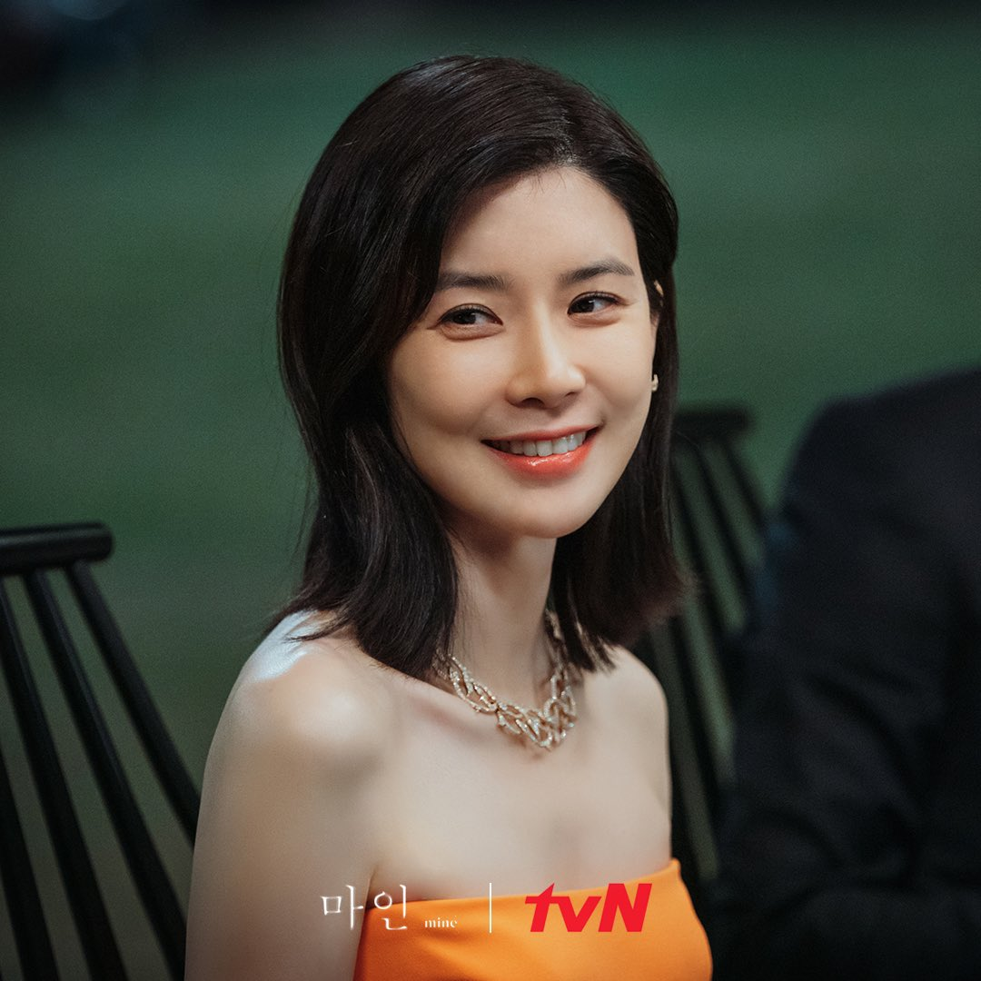 Lee Bo-young in Mine (2021)