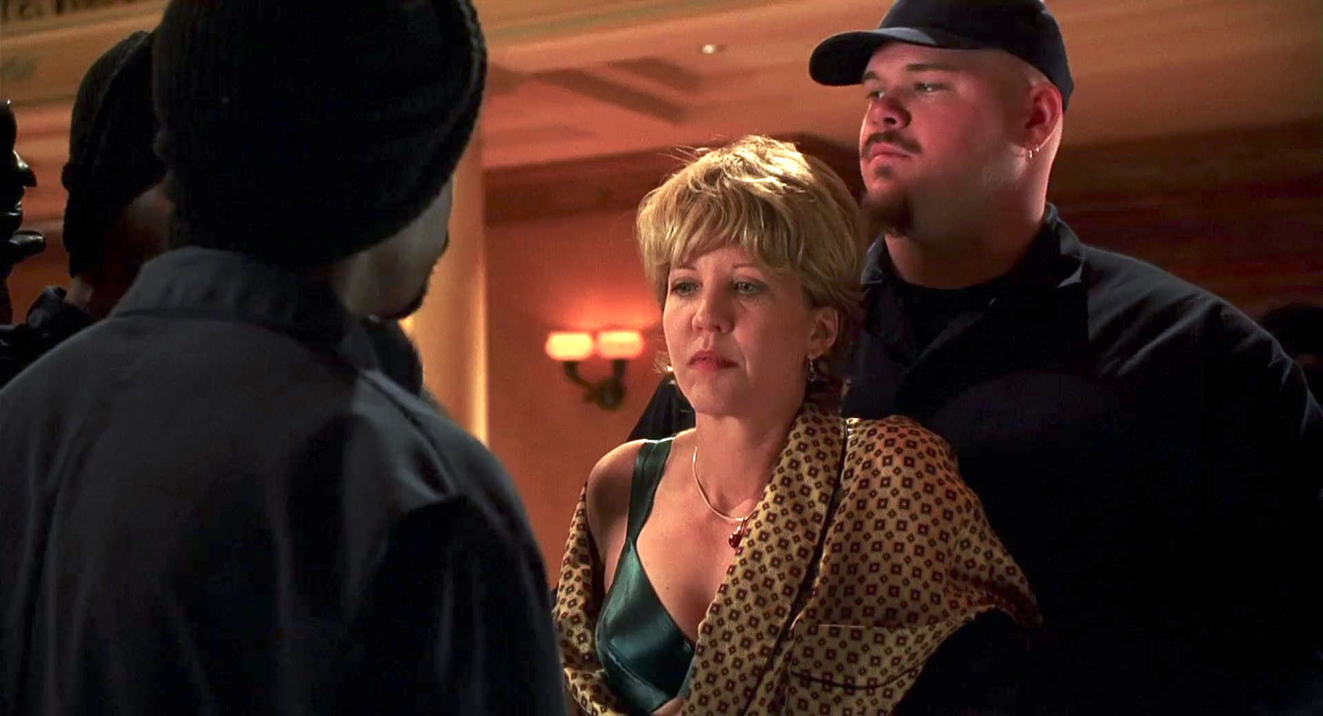 Nancy Allen and Keith Loneker in Out of Sight (1998)