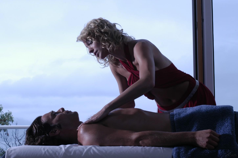 James Callis and Tricia Helfer in Battlestar Galactica (2004)