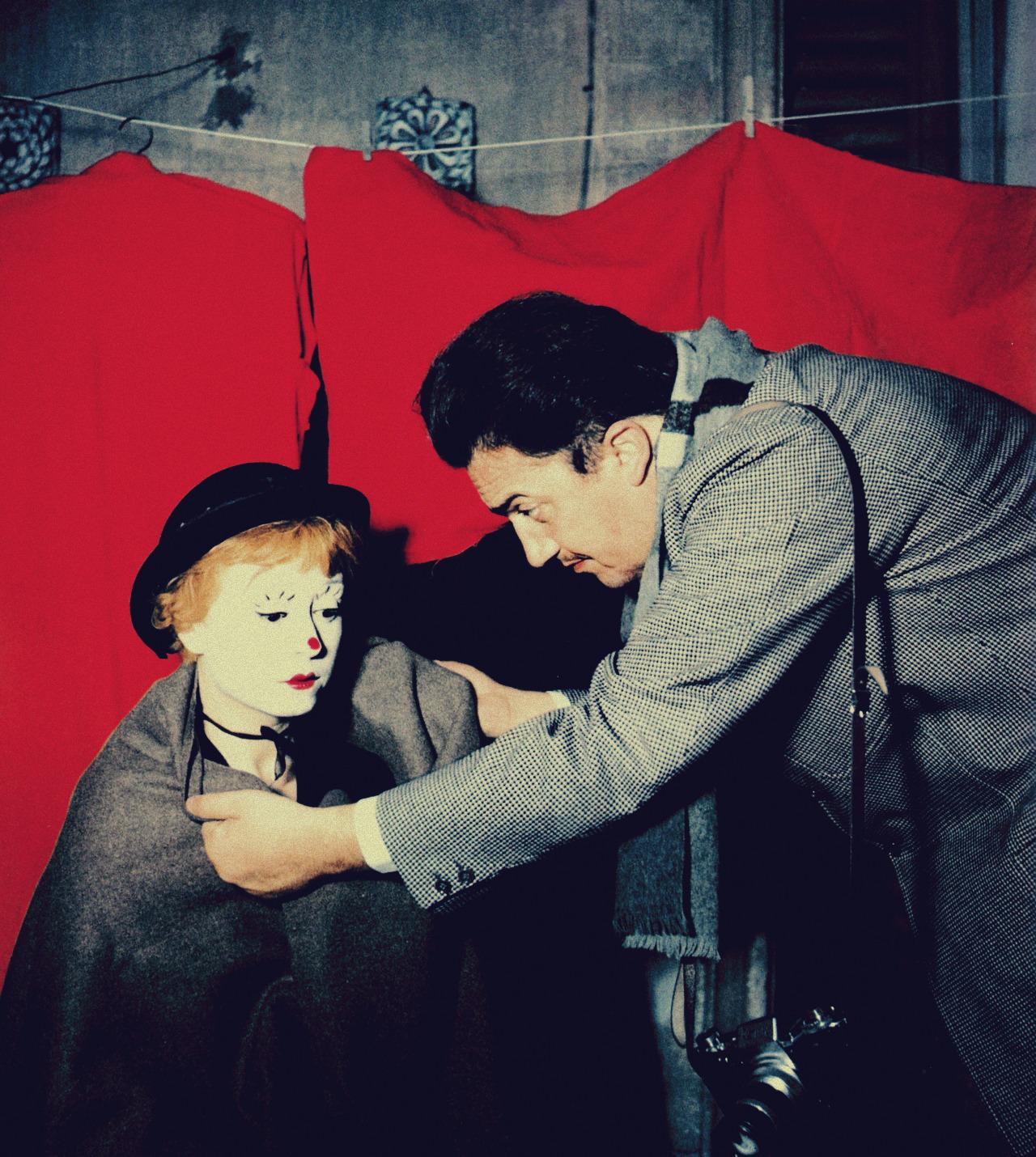 Federico Fellini and Giulietta Masina in La strada (1954)