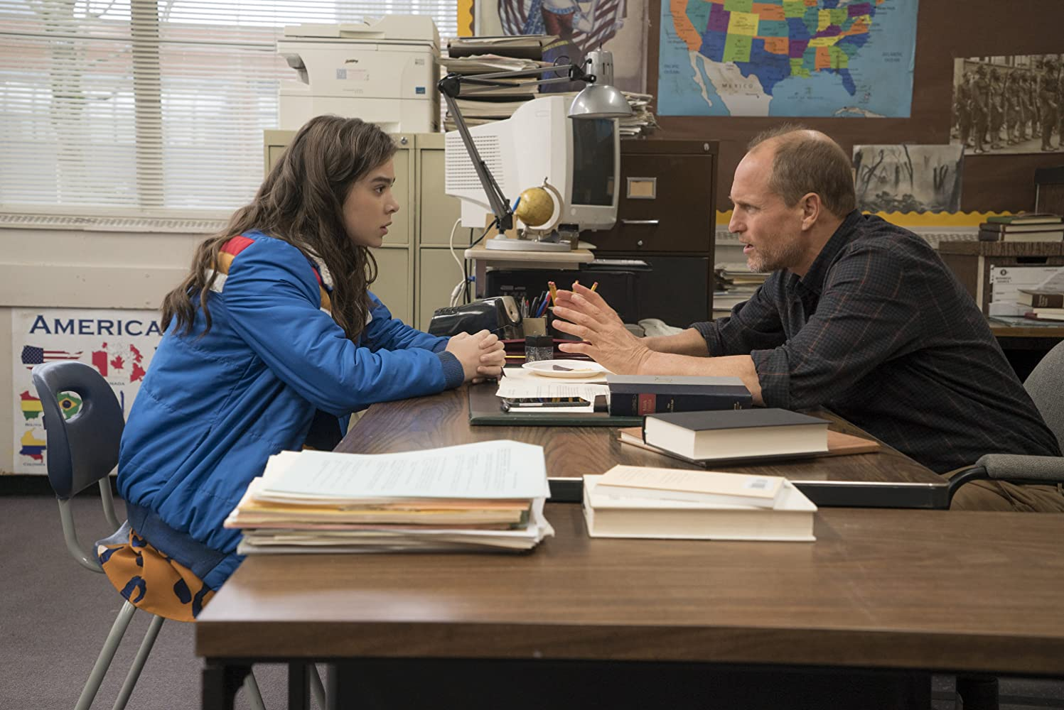 Woody Harrelson and Hailee Steinfeld in The Edge of Seventeen (2016)