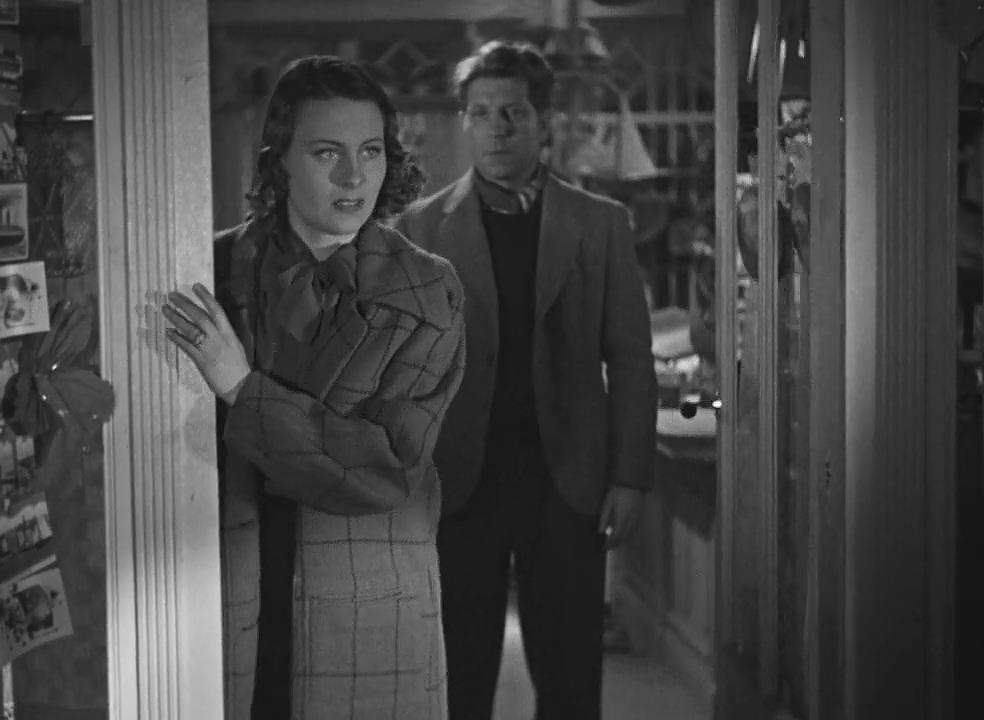 Michèle Morgan and Jean Gabin in Le quai des brumes (1938)