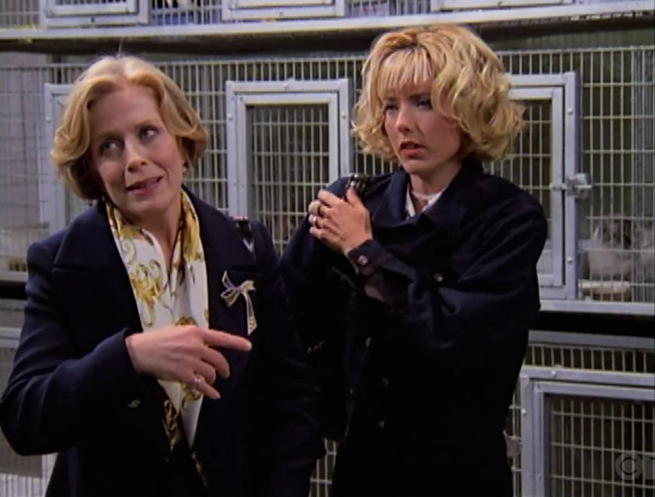 Téa Leoni and Holland Taylor in The Naked Truth (1995)