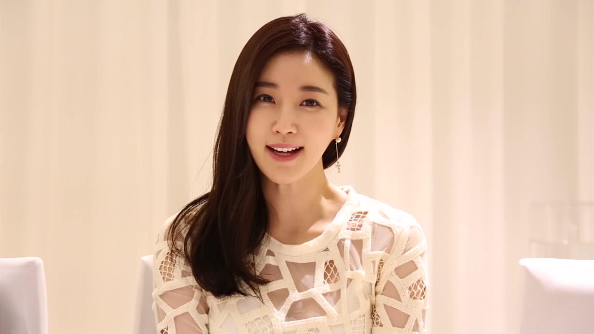 Sa-rang Kim at an event for Sa-rang-ha-neun eun-dong-ah (2015)