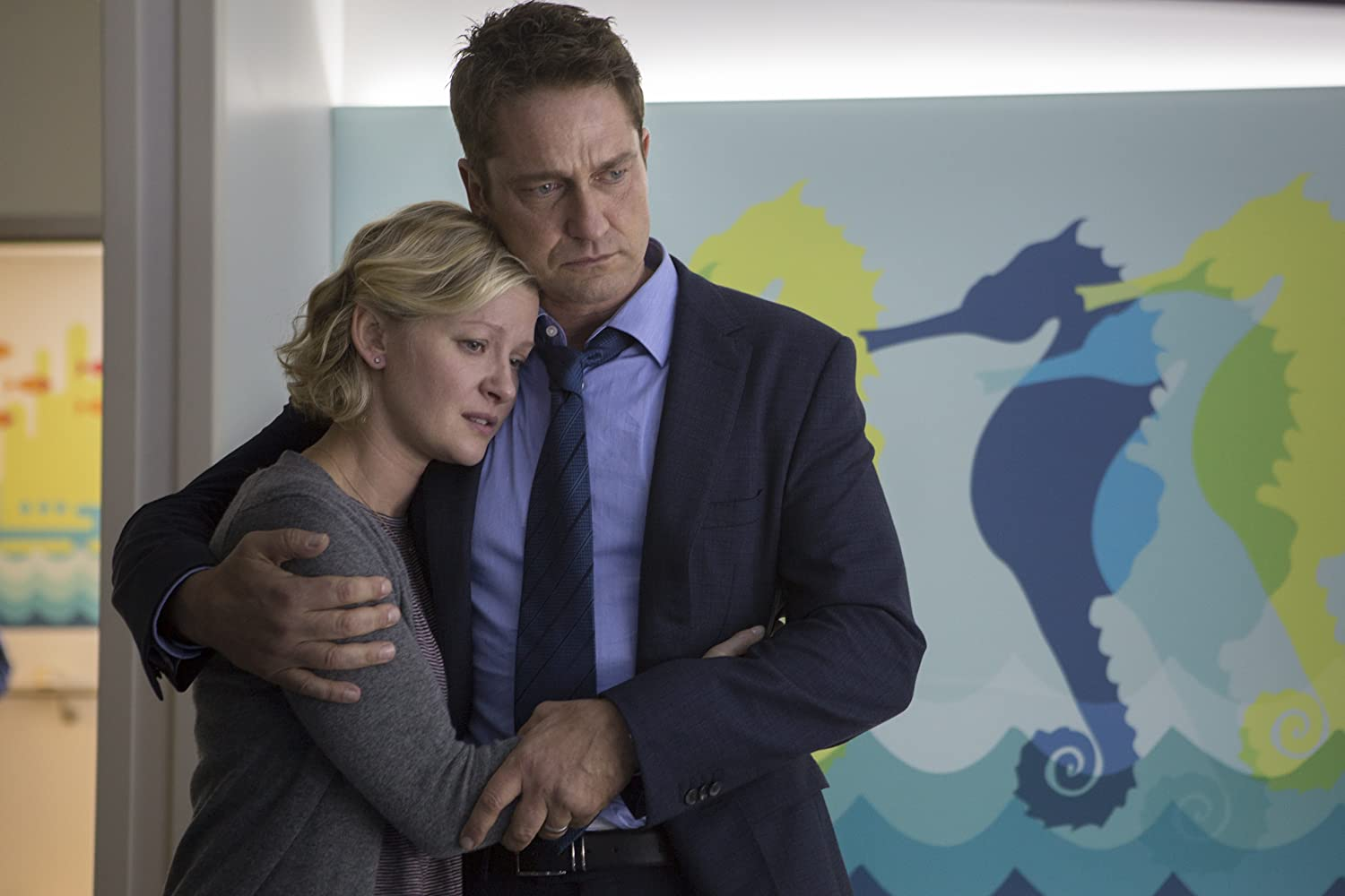 Gretchen Mol and Gerard Butler in A Family Man (2016)