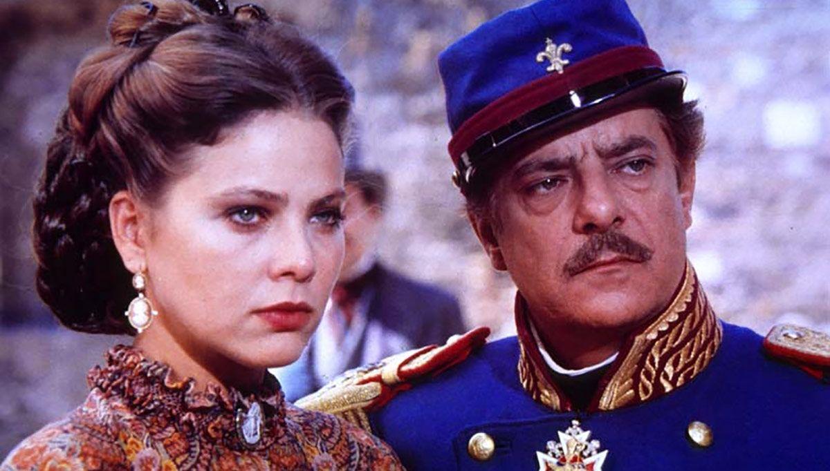 Ornella Muti and Giancarlo Giannini in 'O re (1989)