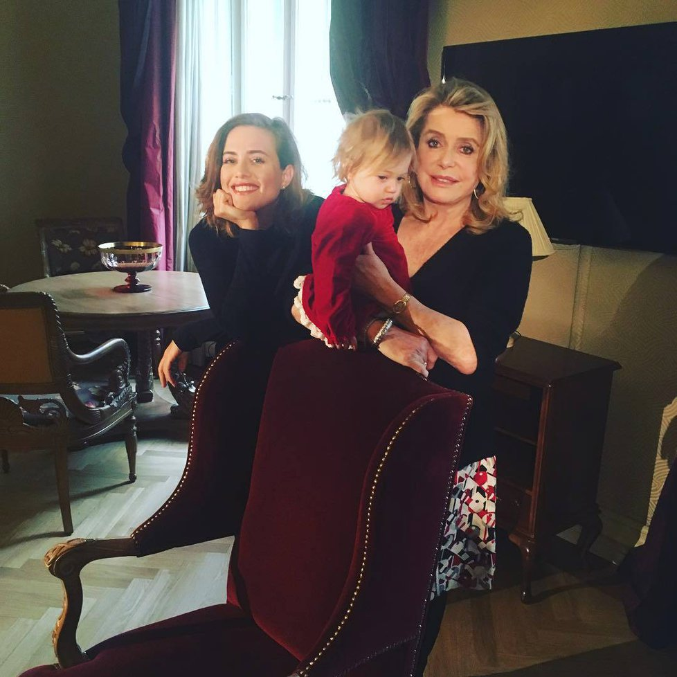 Catherine Deneuve and Emma Smetana in DVTV (2014)