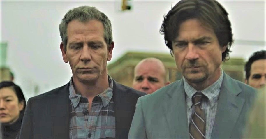 Jason Bateman and Ben Mendelsohn in The Outsider (2020)