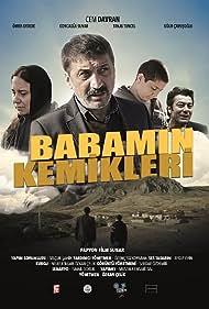 Cem Davran, Ugur Çavusoglu, Goncagül Sunar, and Ömer Aydede in Babamin Kemikleri (2018)