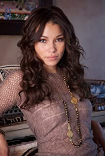 Jessica Parker Kennedy Picture
