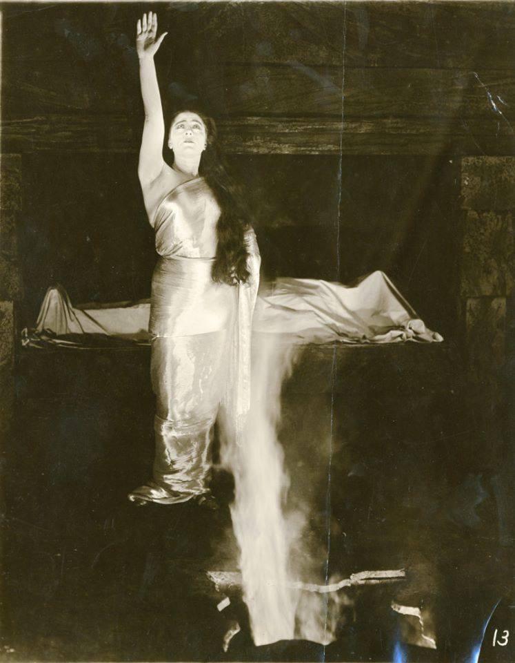 Valeska Suratt in She (1917)