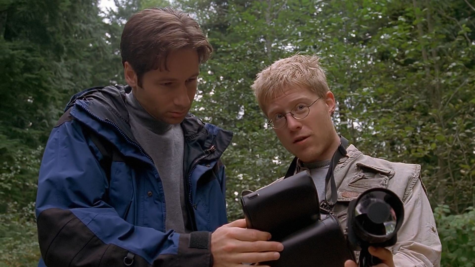 David Duchovny and Anthony Rapp in The X Files (1993)