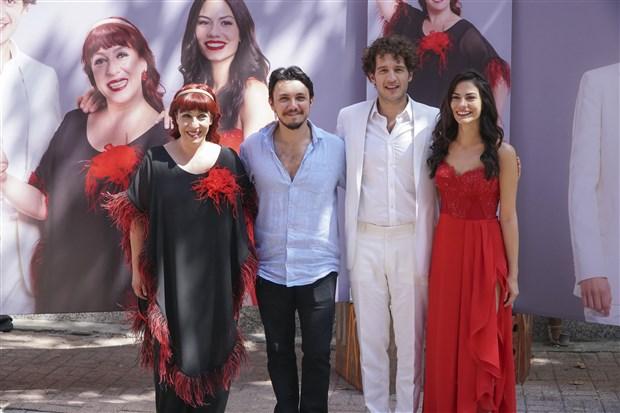Binnur Kaya, Uraz Kaygilaroglu, and Demet Özdemir in Sen Kiminle Dans Ediyorsun (2017)