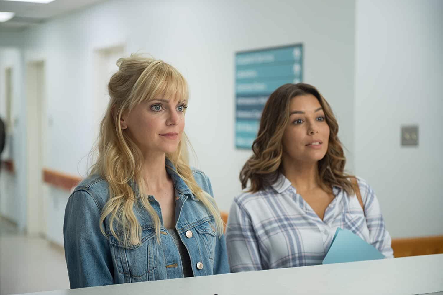 Anna Faris and Eva Longoria in Overboard (2018)