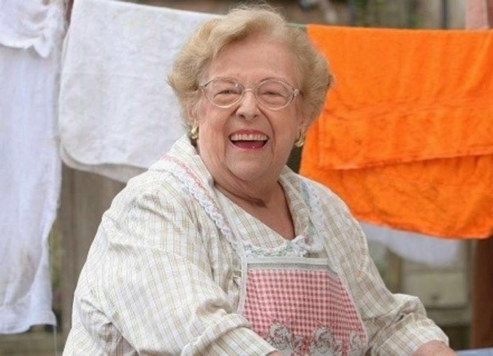 Etty Fraser in Uma Rosa com Amor (2010)