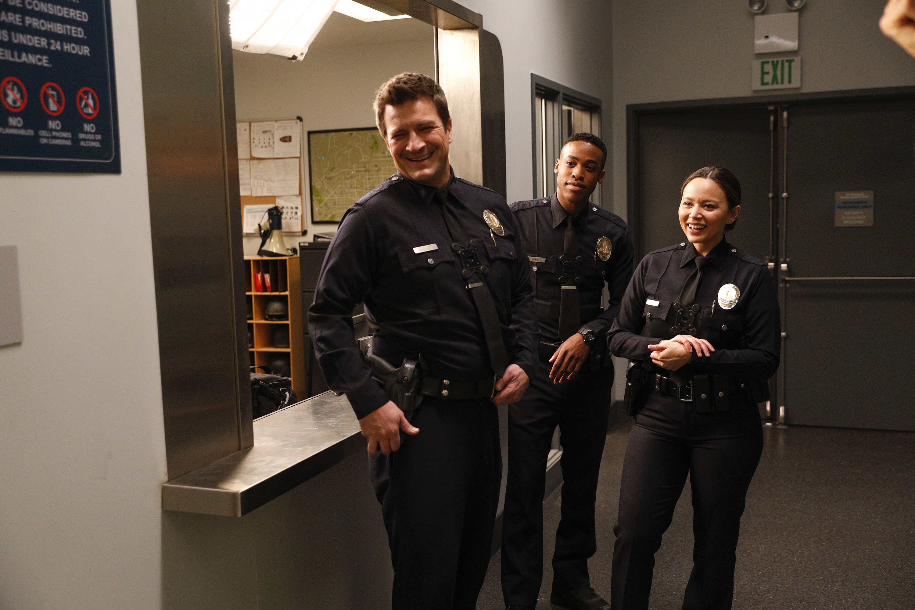 Nathan Fillion, Melissa O'Neil, and Titus Makin Jr. in The Rookie (2018)