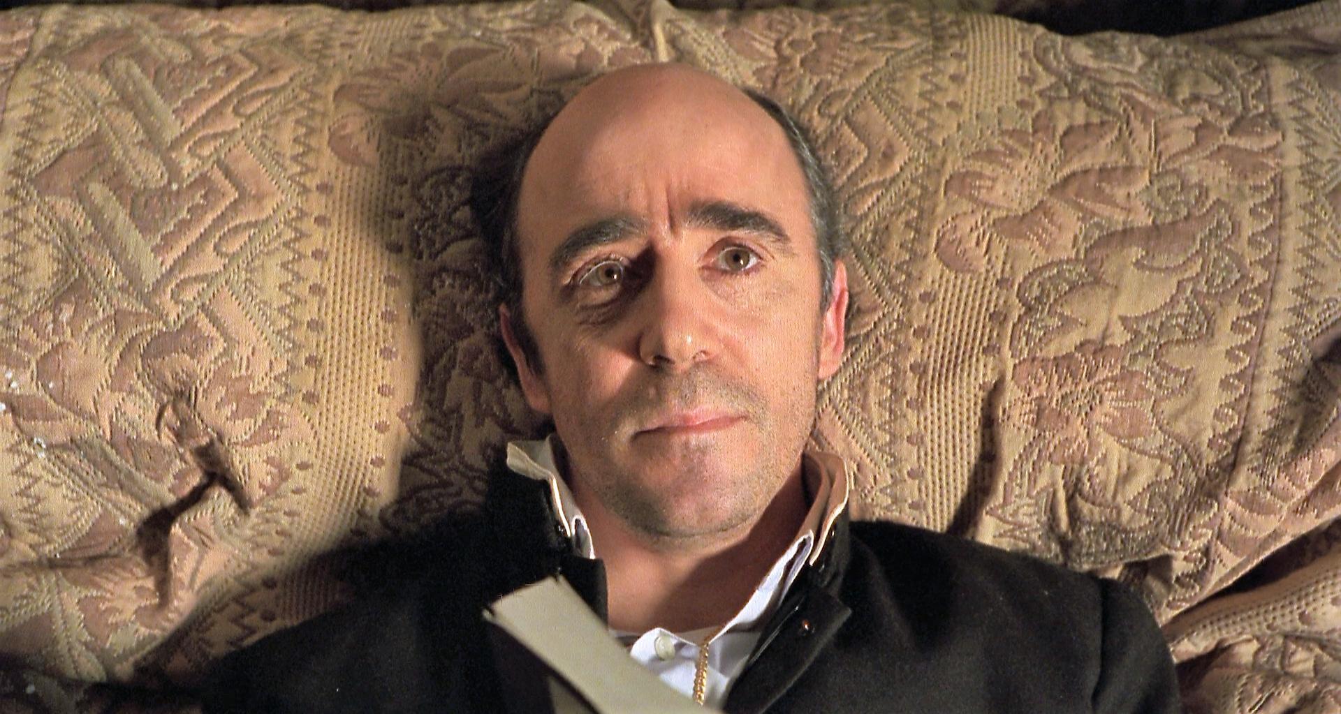 Álex Angulo in El día de la bestia (1995)