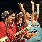 Karoline Aagaard Gamlund, Lars Berteig Andersen, Thomas Engeset, Julia Charlotte Geitvik, and Aksel Støren Aschjem in Olsenbanden Junior på rocker'n (2004)
