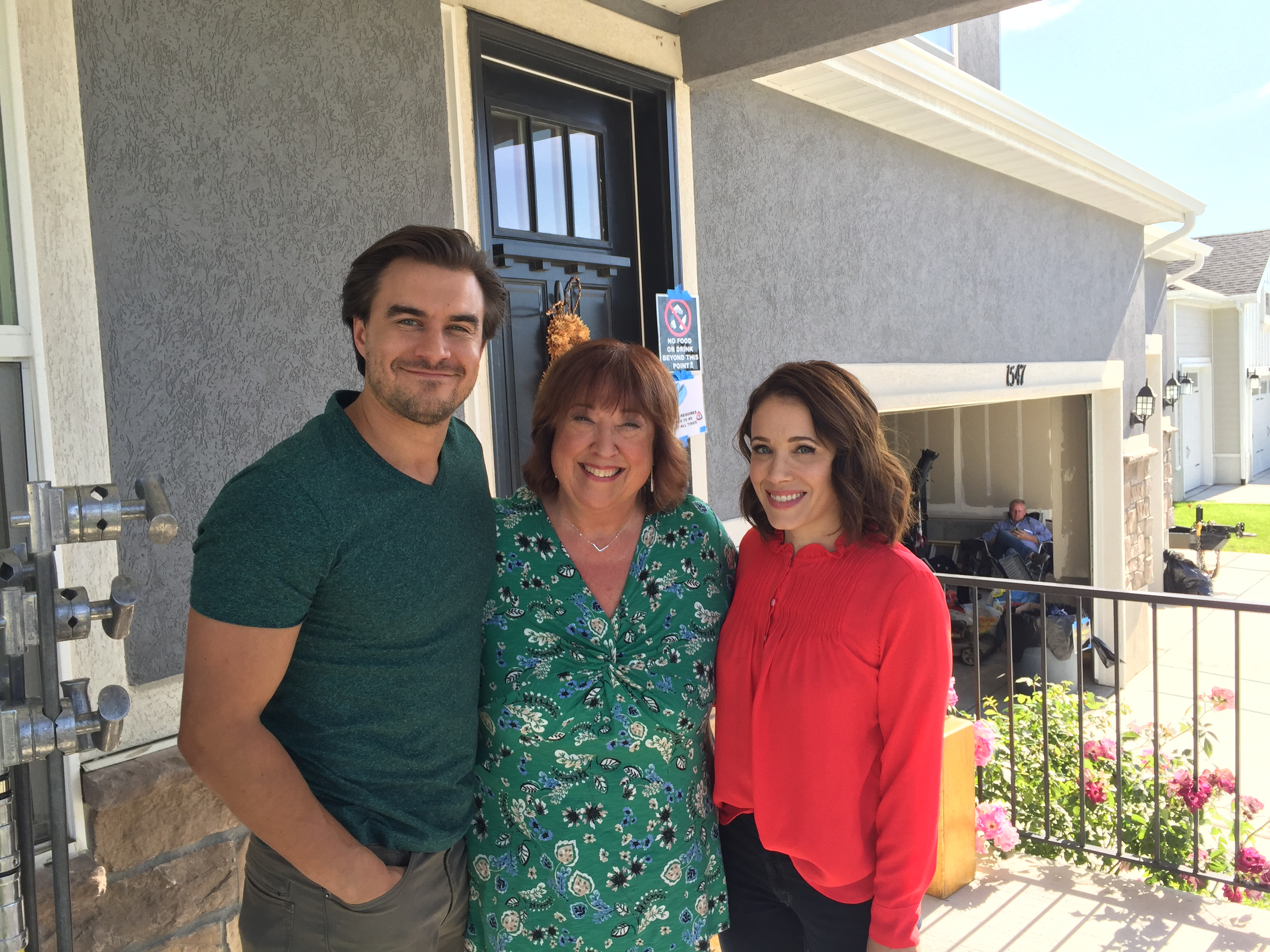 Marla Sokoloff, Melanie Haynes, and Rob Mayes in The Road Home for Christmas (2019)