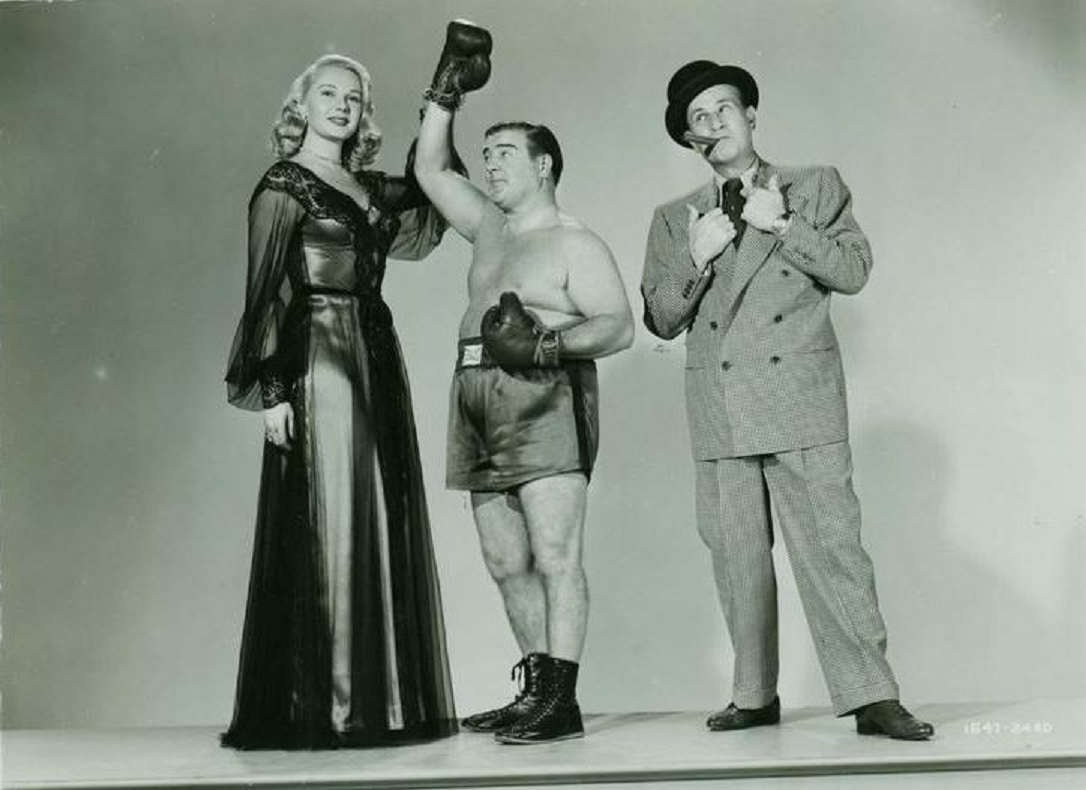Bud Abbott, Lou Costello, and Adele Jergens in Bud Abbott and Lou Costello Meet the Invisible Man (1951)