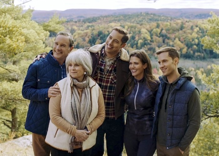 Mary Long, Tim Progosh, Chris Violette, Jonathan Keltz, and Kathryn Kohut in Love at Look Lodge (2020)