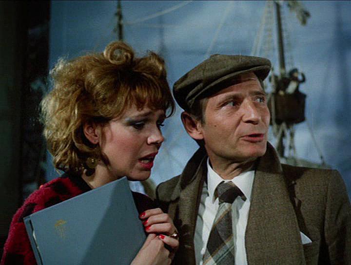 Jirí Kodet and Dagmar Havlová in Velká filmová loupez (1986)