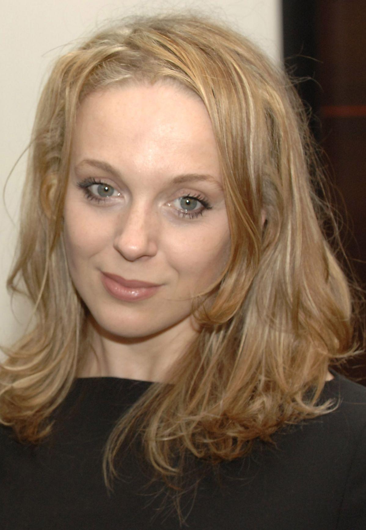 Amanda Abbington (born 1974)