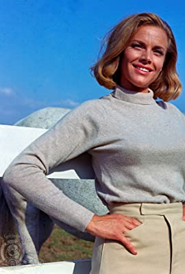 Honor Blackman, Who Played Pussy Galore in 'Goldfinger,' Dies at 94