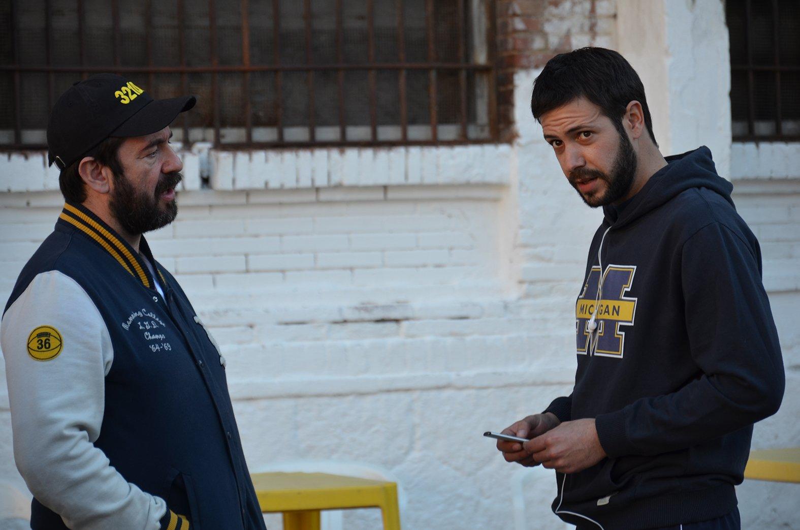 Enrique García and Chico García in 321 días en Michigan (2014)