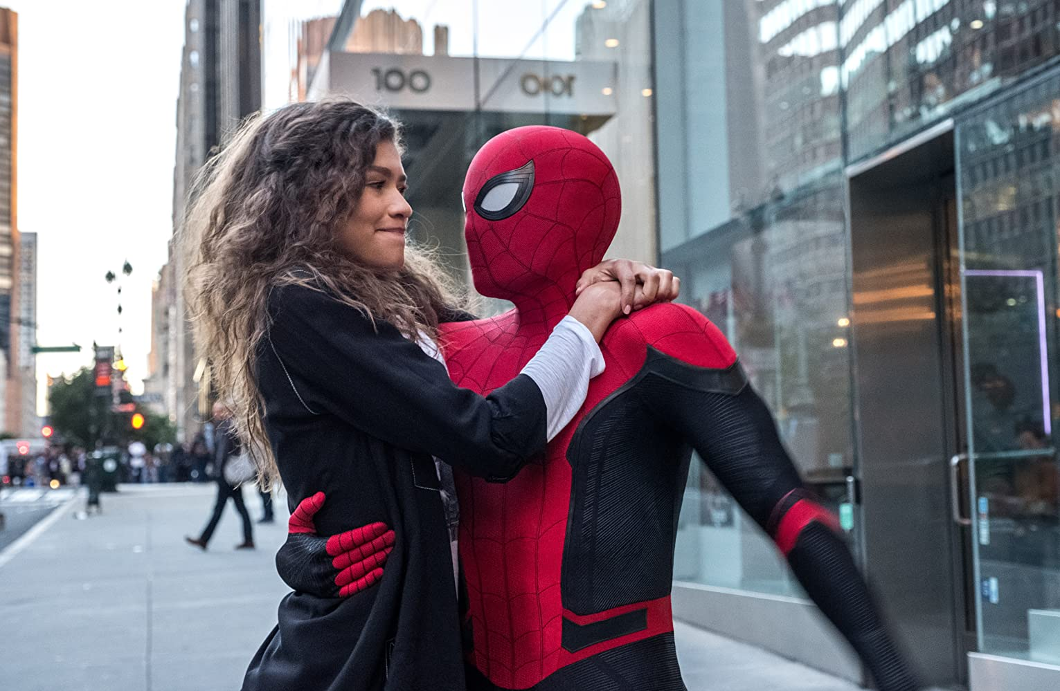 MJ (Zendaya) dan Spider-Man (Tom Holland), dalam film Spider-Man Far From Home.
