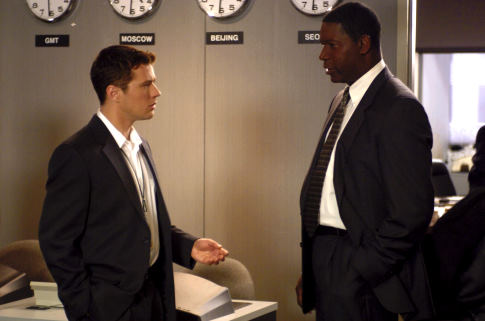 Ryan Phillippe and Dennis Haysbert in Breach (2007)