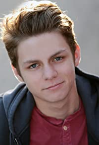 Primary photo for Ty Simpkins