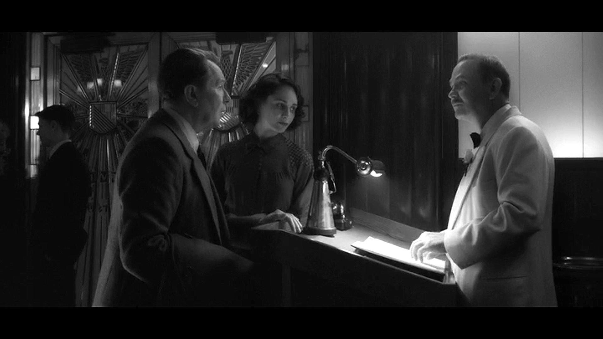 Gary Oldman, Gabriela Rae, Randy Davison, and Tuppence Middleton in Mank (2020)