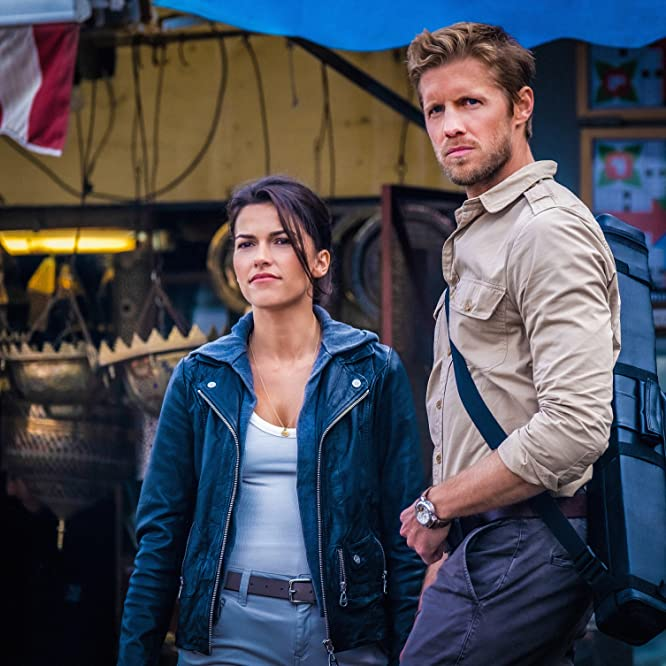 Matt Barr and Sofia Pernas in Blood & Treasure (2019)