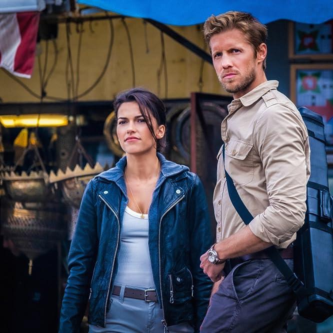 Matt Barr and Sofia Pernas in Blood & Treasure (2019)