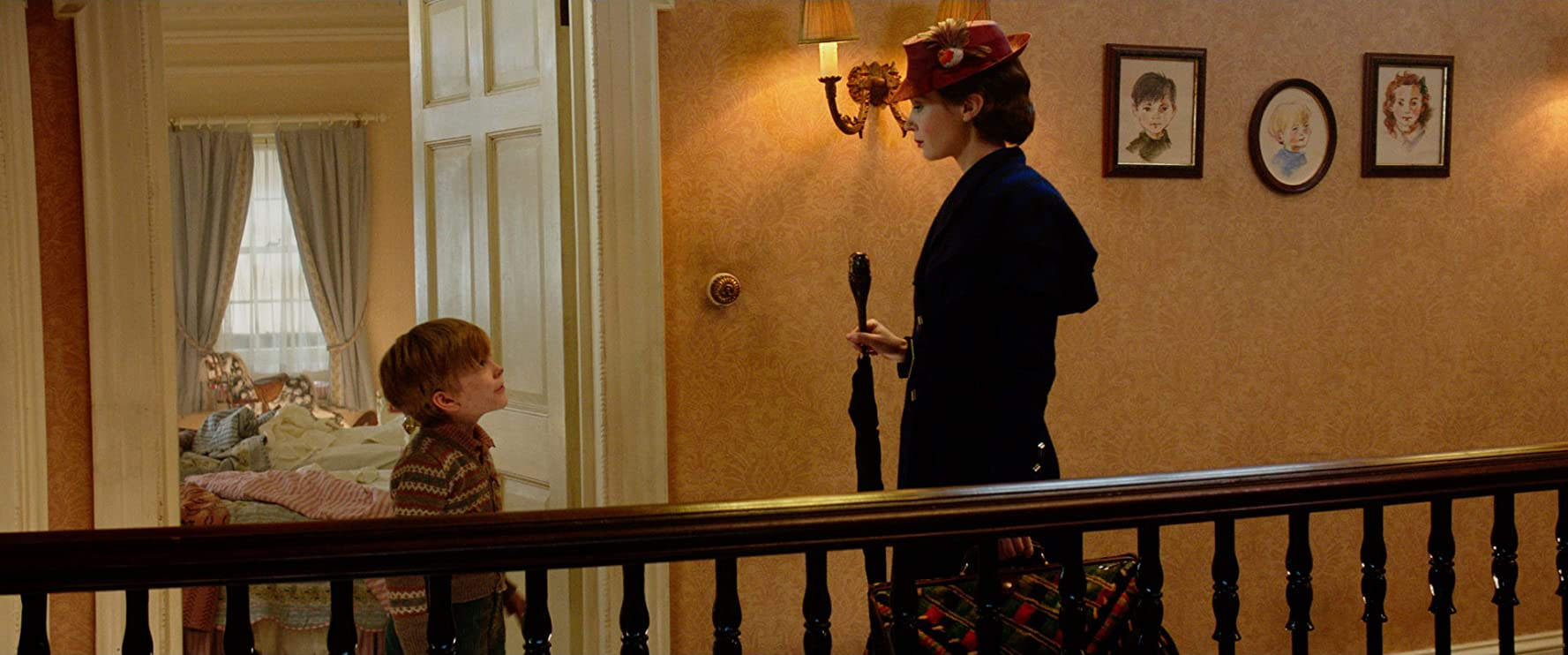 Emily Blunt and Joel Dawson in Mary Poppins Returns (2018)