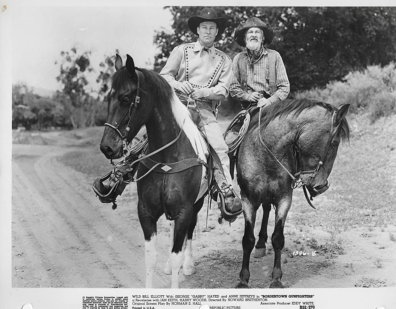 Bill Elliott and George 'Gabby' Hayes in Bordertown Gun Fighters (1943)