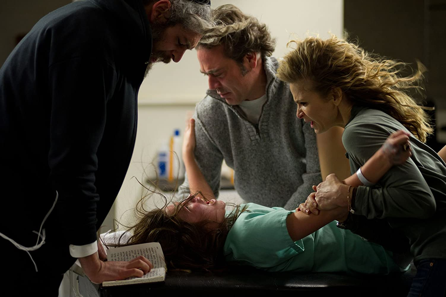 Kyra Sedgwick, Jeffrey Dean Morgan, Matisyahu, and Natasha Calis in The Possession (2012)