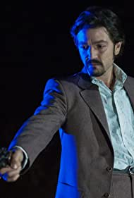 Diego Luna in The Plaza System (2018)