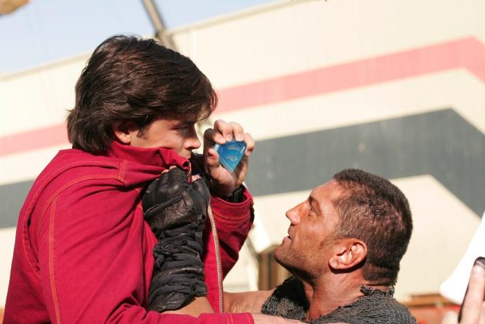 Smallville 6×08 – Estático