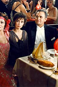 Catherine Arditi, Evelyne Bouix, and Roger Hanin in Les grandes familles (1989)