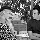 Andreas Douzos and Ria Deloutsi in Fouskothalassies (1966)