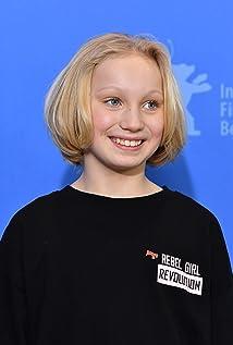 Helena Zengel Picture