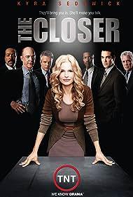 Kyra Sedgwick, G.W. Bailey, Tony Denison, Robert Gossett, J.K. Simmons, Jon Tenney, and Corey Reynolds in The Closer (2005)