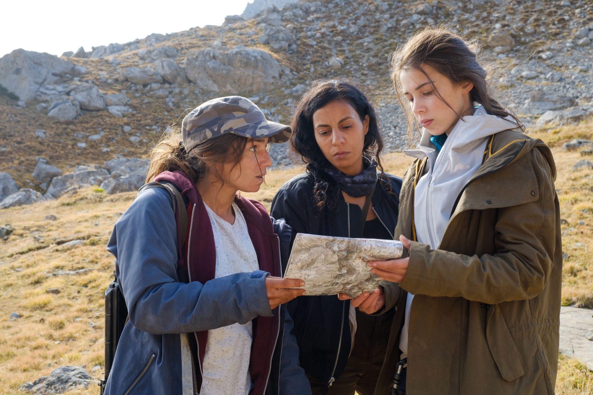 Charlotte Bartocci, Nina Mazodier, and Leyla Jawad in Alex Hugo (2014)