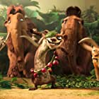 Queen Latifah, Denis Leary, Ray Romano, Seann William Scott, Josh Peck, and Simon Pegg in Ice Age: Dawn of the Dinosaurs (2009)